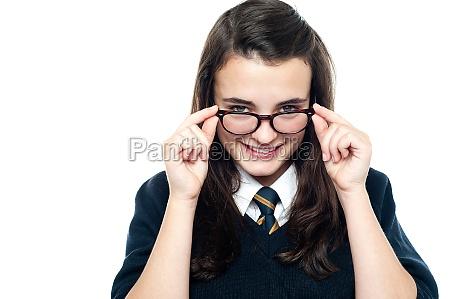 frau zumachen schliessen lachen lacht lachend