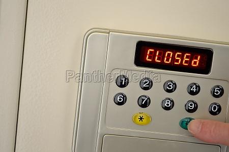 safe wird mit code geschlossen