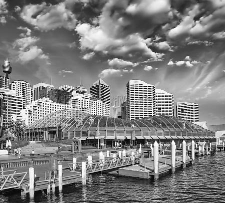 schoene skyline von sydney mit wolkenkratzern