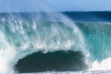 ocean wave wall power