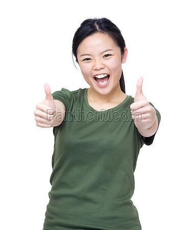 frau handbewegung lachen lacht lachend belaecheln