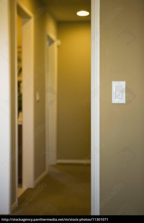 lichtschalter am ende der flur - Lizenzfreies Bild - #11301071 ...