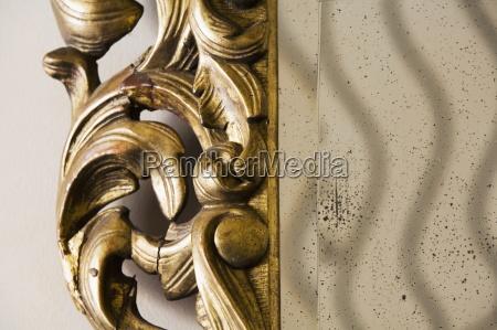 details verzierten getruebten spiegel