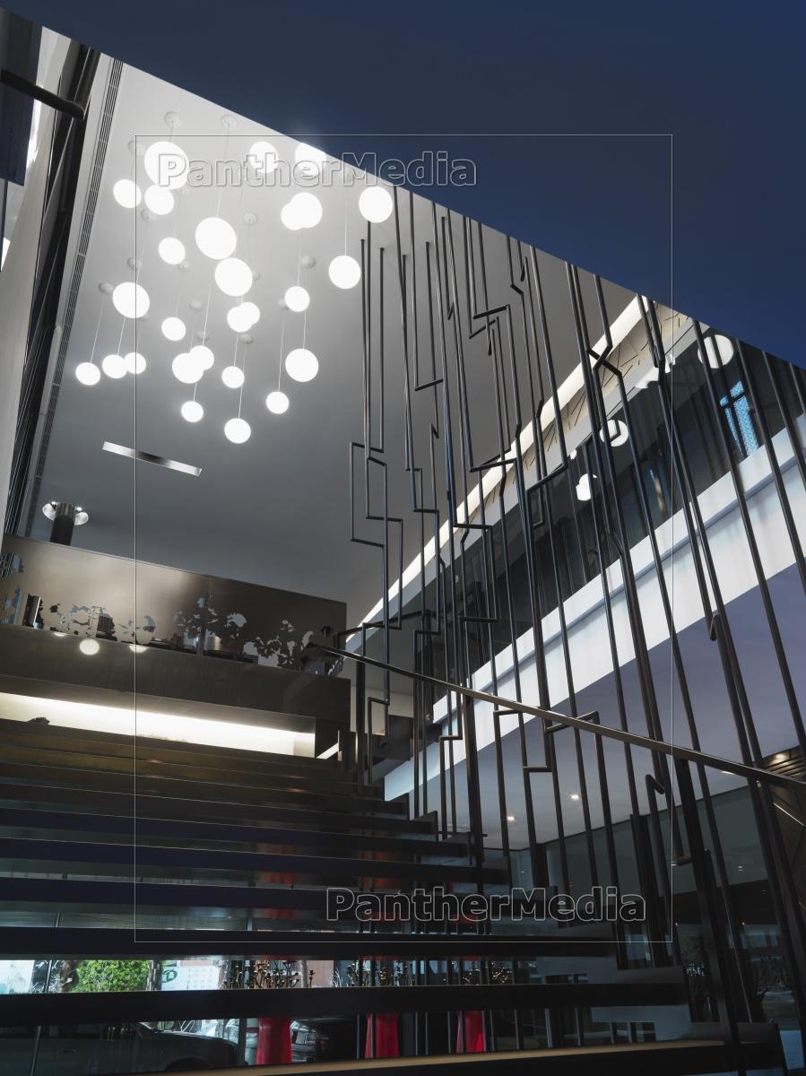 moderne treppe mit mehreren lichter lizenzfreies bild. Black Bedroom Furniture Sets. Home Design Ideas
