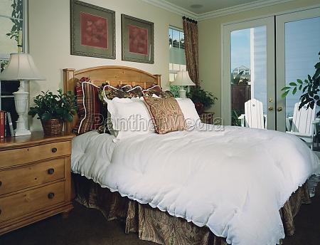 traditionelle gemuetliches schlafzimmer
