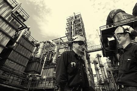 oel und gasarbeiter innerhalb raffinerieindustrie