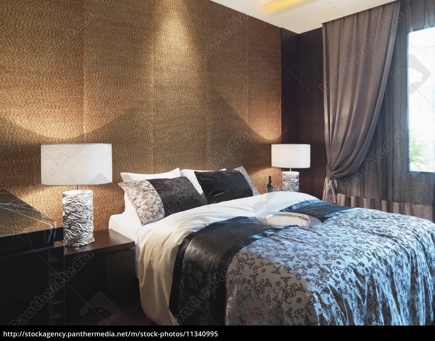 Strukturierte Wand Hinter Bett Lizenzfreies Bild 11340995