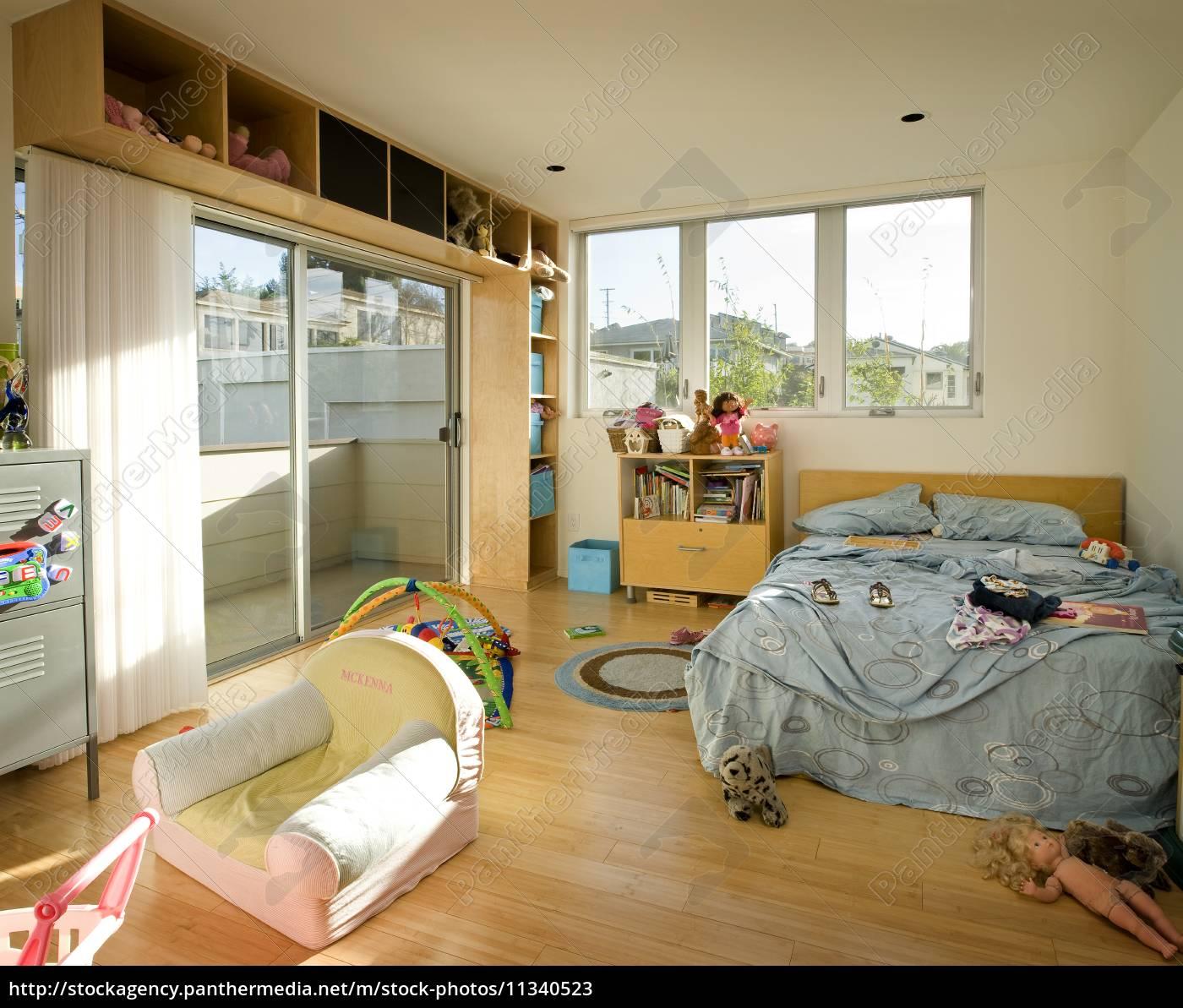 unordentliche kinder schlafzimmer,san - Lizenzfreies Bild ...