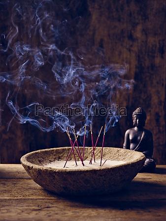 schale holz raeucherstaebchen buddha