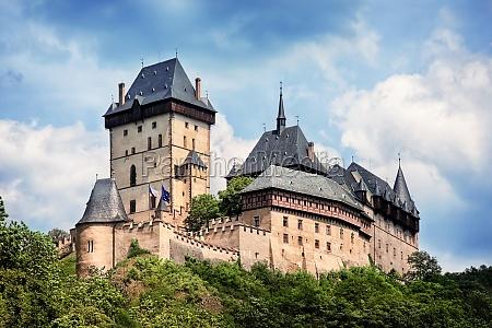 panoramablick auf burg karlstein tschechische republik