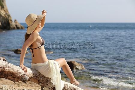schoenheit frau am strand freuen uns