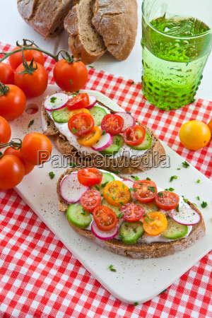 bread with cottage cheese and fresh