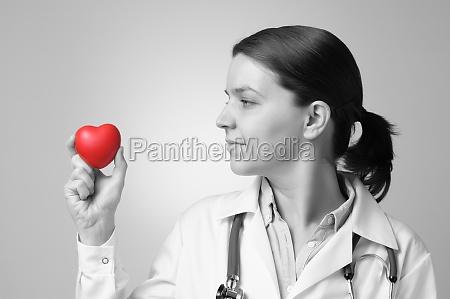 herz in der hand des doktors