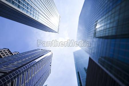 unternehmensgebaeude in der perspektive singapor