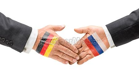 deutschland und russland reichen sich die