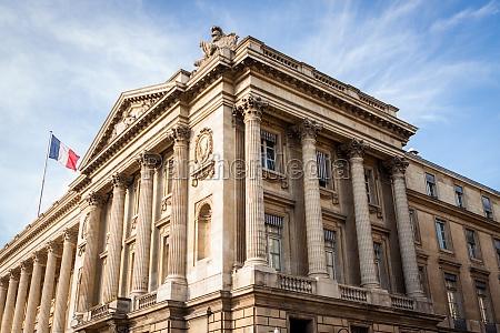 exterior view of a parisian townhouse