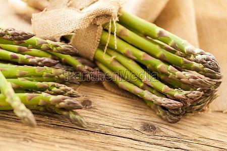 frisk sund gron asparges som naerbillede