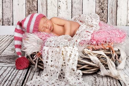 neugeborenes maedchen schlafend