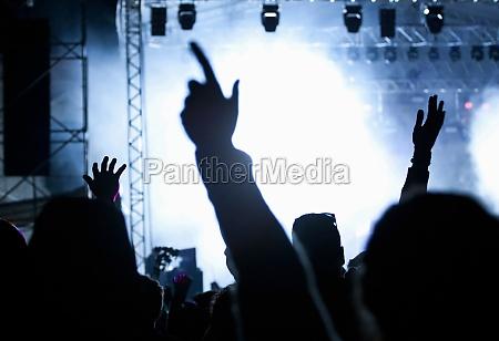 konzert teen juengling elektrisch festival auflauf
