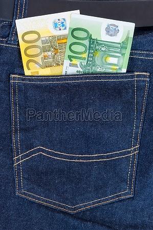 die euro banknoten in jeans tasche