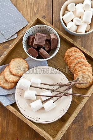 marshmallows am feuer roesten