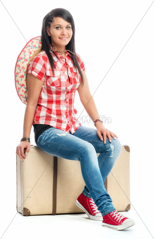 mädchen, sitzt, auf, einem, koffer - 11817251