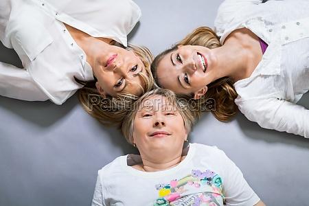 drei generationen grossmutter mutter und tochter