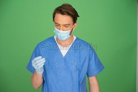 maennlich arzt oder eine krankenschwester in