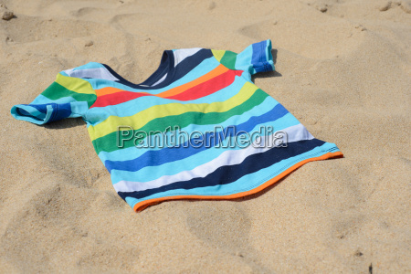 multicolored child t shirt on the
