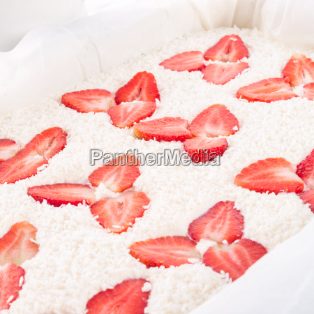 coconut strawberry cheesecake