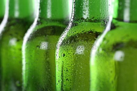 kuehles bier in flaschen
