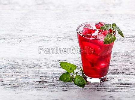 frische kalte erdbeere tee