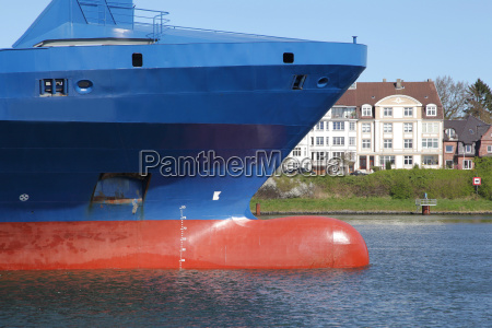 wulstbug eines containerschiffs