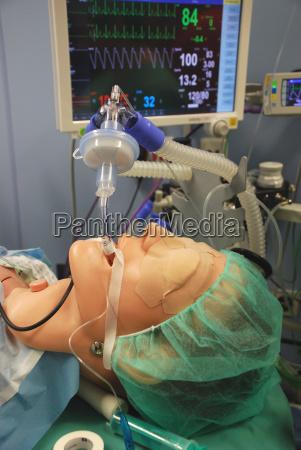krankenhaus intensivstation invasive beatmung intubation