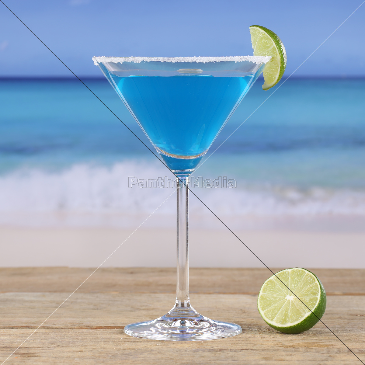 Blue Curacao Cocktail Drink Am Strand