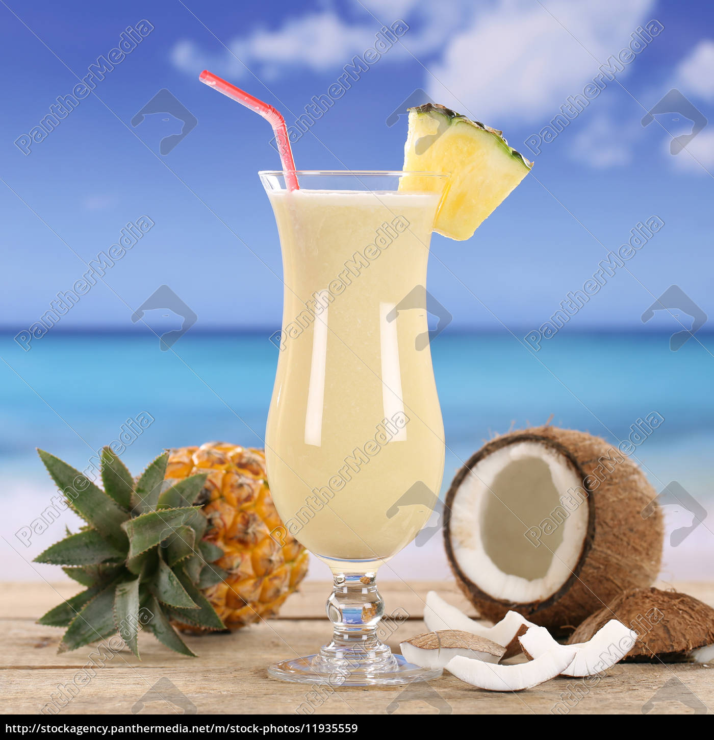 Pina colada cocktail  Pina Colada Cocktail Drink am Strand - Lizenzfreies Bild - #11935559 ...