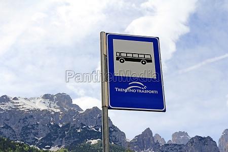 bushaltestelle in den bergen