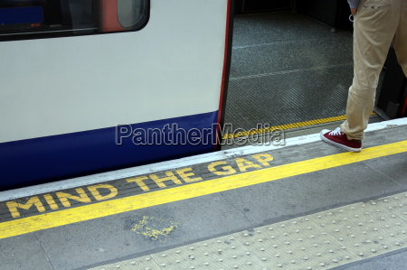 mind the gap london underground