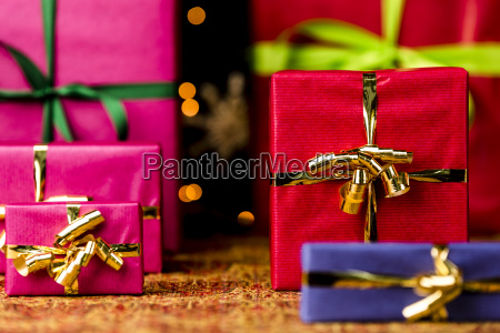 sechs geschenke mit bow knotsr