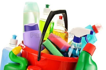 waschmittel flaschen isoliert auf weiss chemische
