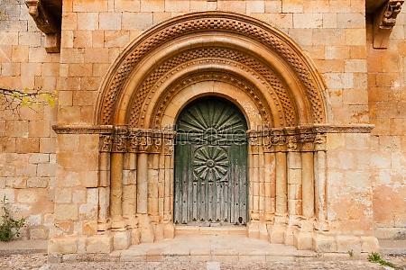 romanesque portal of moarves de ojeda