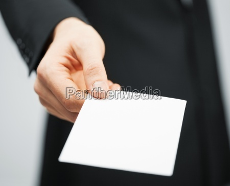 mann in kreditkarten anzug