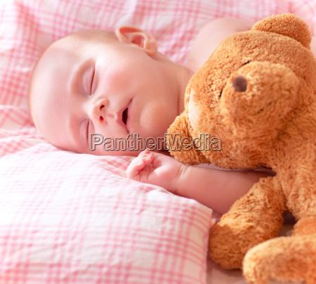 entzueckbares neugeborenes baby
