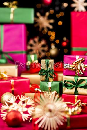 kleine weihnachtsgeschenke und groessere geschenker