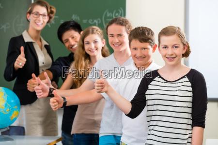 teacher motivates students to a class