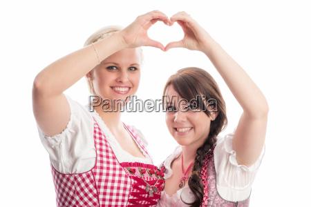 bayrinnen forms a heart
