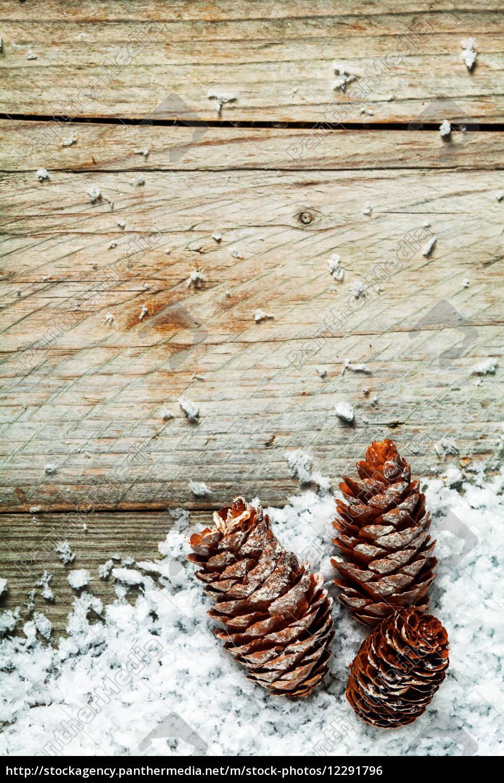 tannenzapfen rustikale weihnachten hintergrund - Lizenzfreies Foto ...