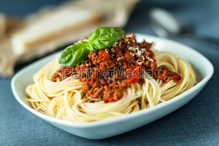 traditionelle spahgetti bolognaise oder bolognese