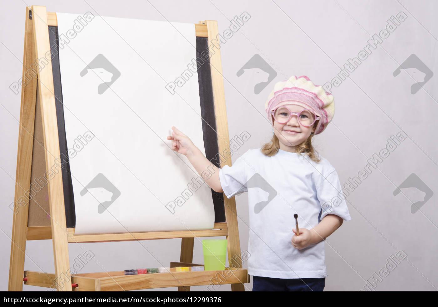 Mädchen Künstler Malt Auf Leinwand Lizenzfreies Foto 12299376