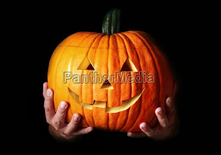 traditionelle halloween gruselig geschnitzten kuerbis